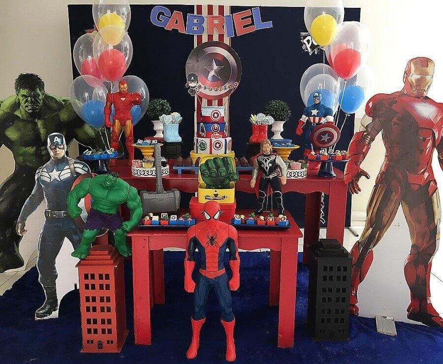 big super heroes dolls for children's vengeance party Photo Najla Boaventura