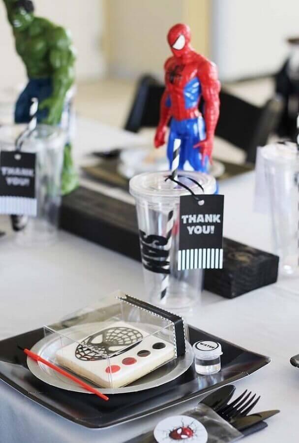 simple avengers party Foto Pinterest
