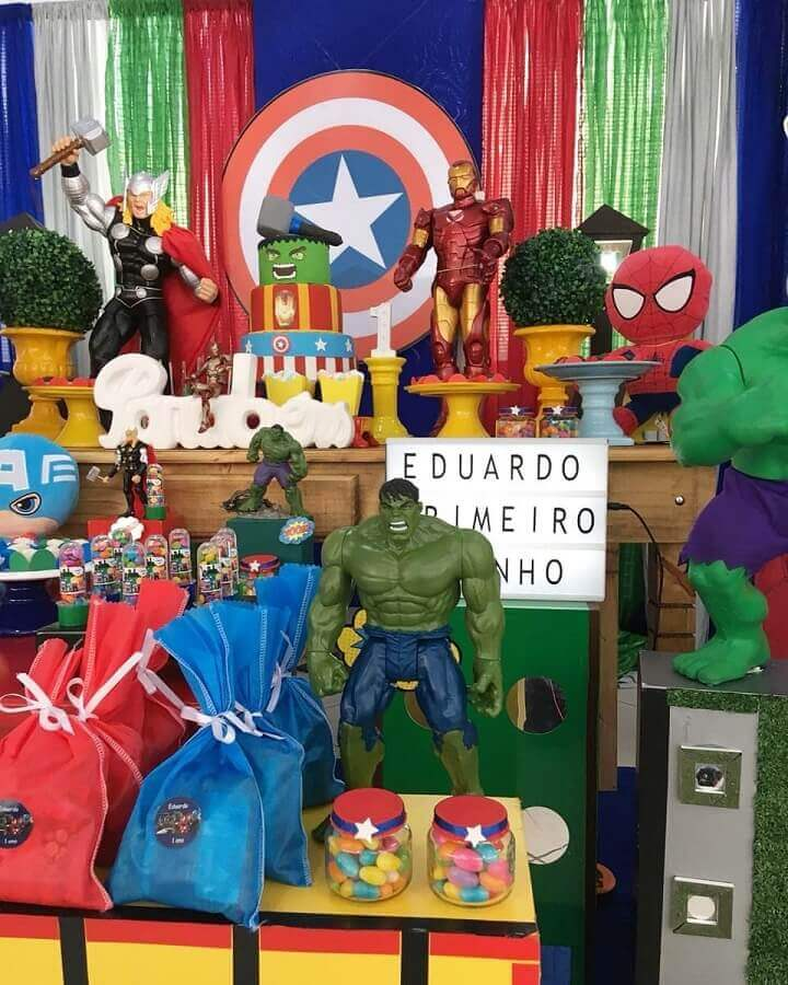 ideas for avengers party decorated with dolls Photo Peritus Parties