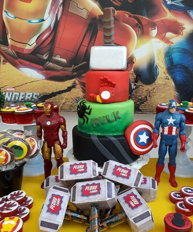 ideas for avengers party decorated Photo Artheca Caren Lopes