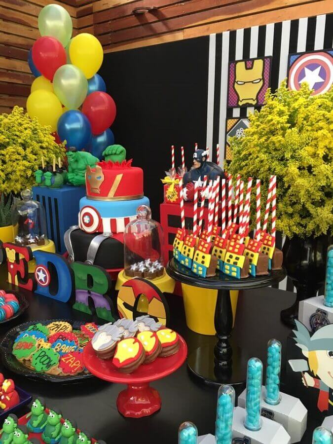 candy table decorated for avengers party Foto Blog Finding Ideas
