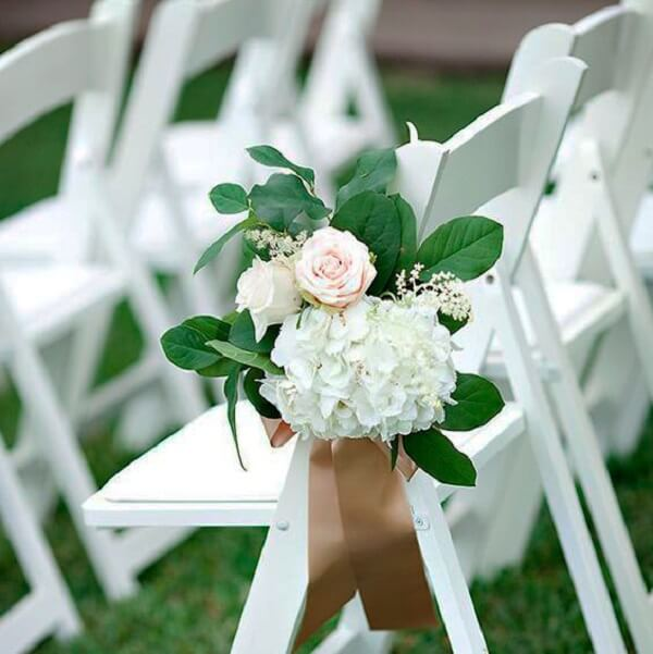 Tie little flowers to the guest chair