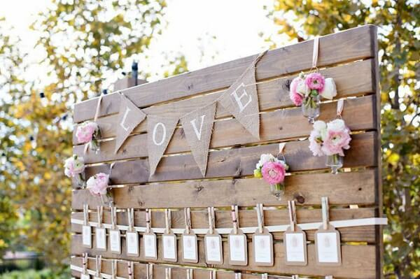 Wooden panel with jute fabric strip written LOVE