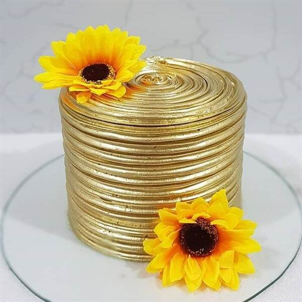 Sunflower theme party cake with simple finish