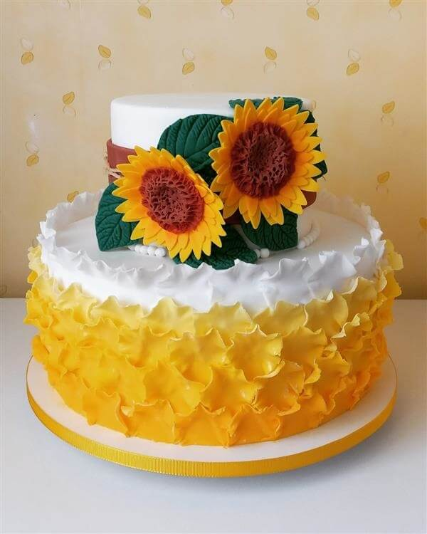 Sunflower theme party cake made with American paste