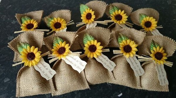 Surprise bags used as sunflower theme party souvenirs