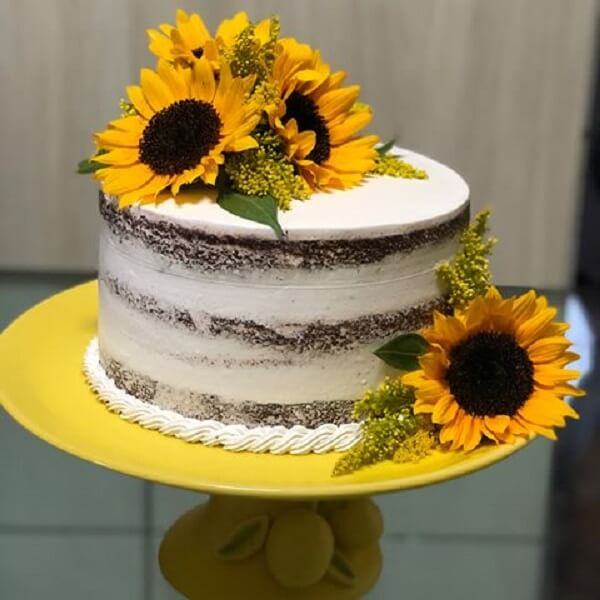 Rustic cake with flowers for gorgeous theme party