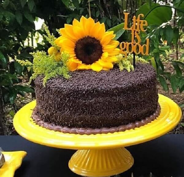 Simple cake with sunflower theme party granulate