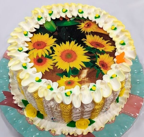 Cake made of rice paper for sunflower theme party