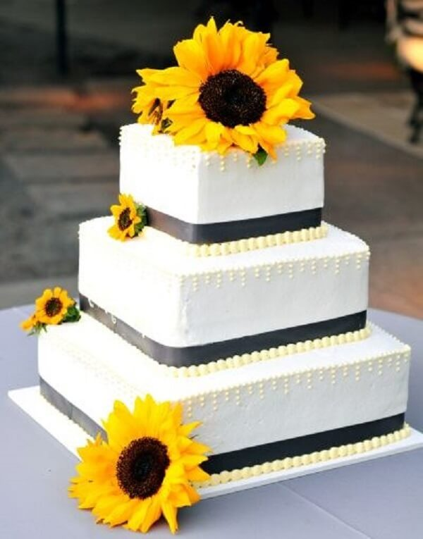 Square cake with several floors for sunflower theme party