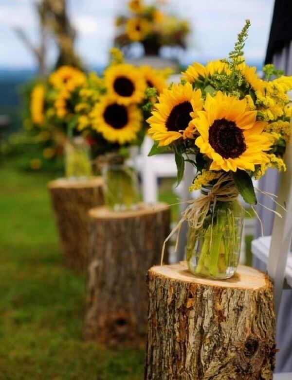 Creative decoration for sunflower theme party