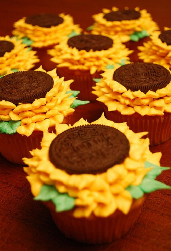 Creative cupcakes made with stuffed cookies decorate the sunflower theme party