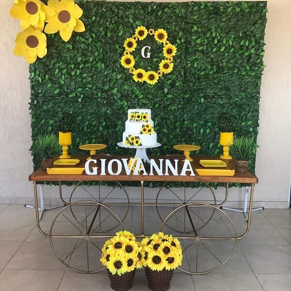 Simple sunflower theme party decoration