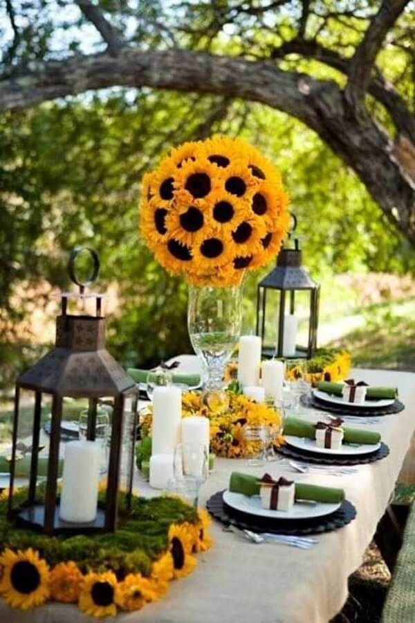 Decorate for outdoor sunflower theme party