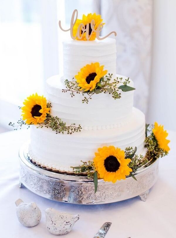 Three-story cake with flowers for sunflower theme party