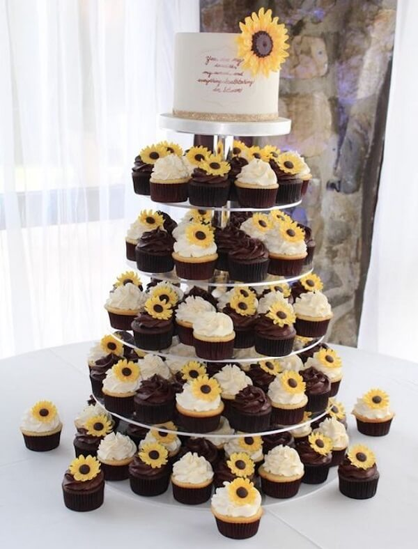 Set up a creative structure for the sunflower theme party cupcakes