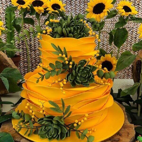Yellow cake with ingenious finish for sunflower theme party