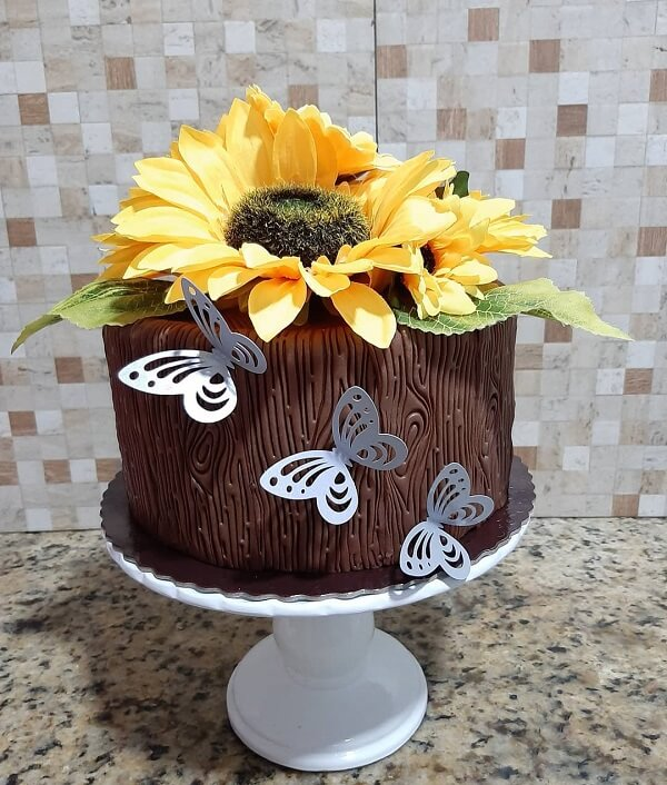 Use and abuse creativity when assembling the sunflower theme party cake