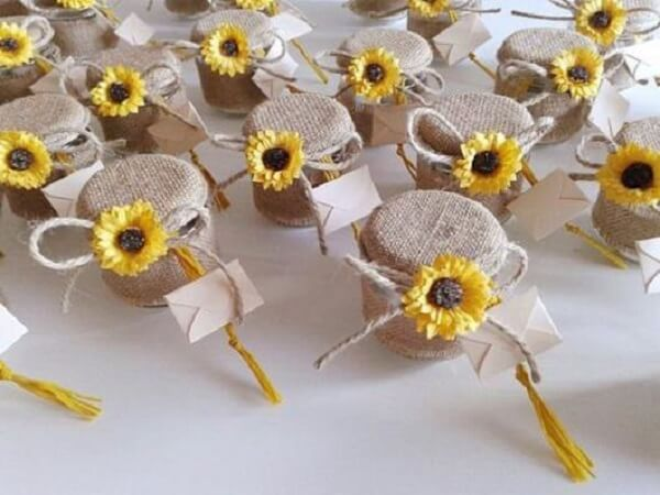 Pots of honey served as a souvenir for sunflower theme party