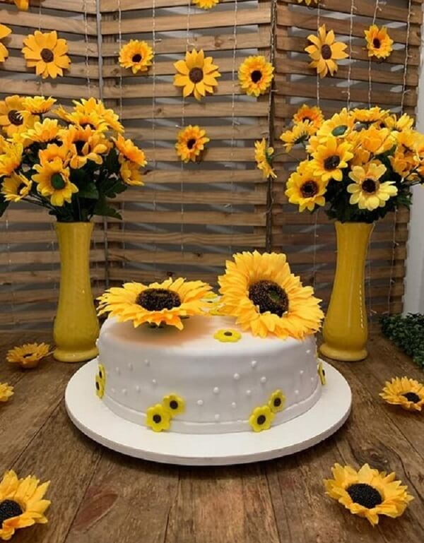 Simple decoration for sunflower theme party
