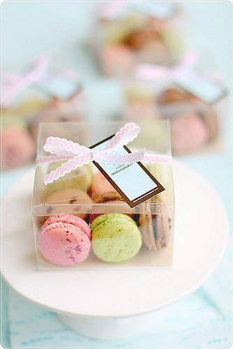 Plastic souvenir box with mini macaron