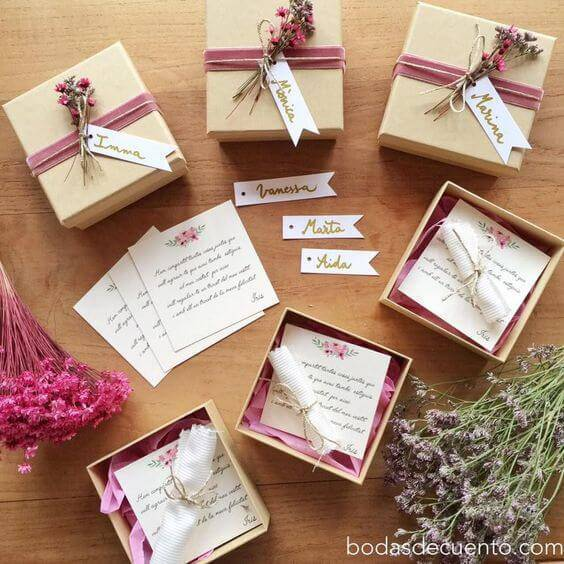 Paper souvenir box