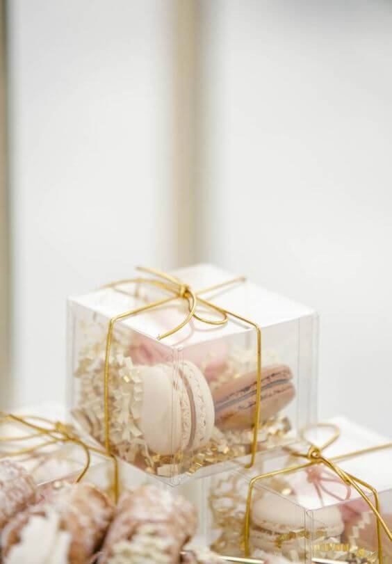 Acrylic box for souvenir with macarons inside