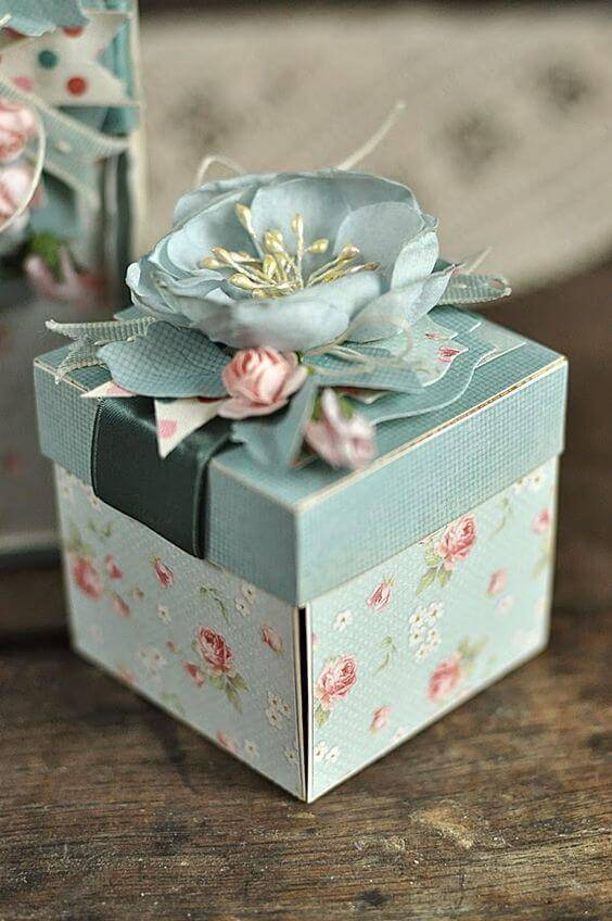 Souvenir box with floral box