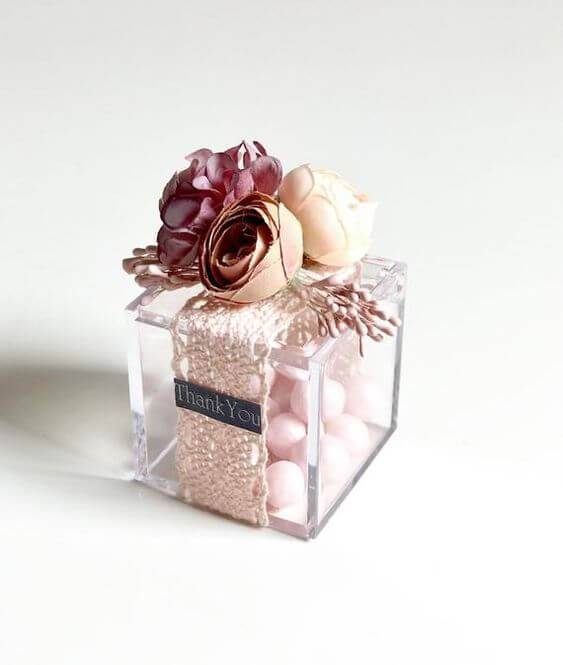 Little gift box with lace and flowers