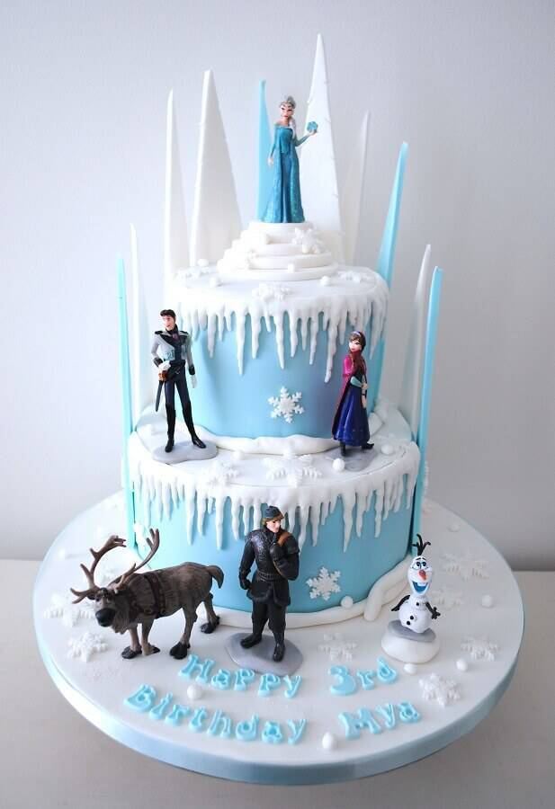 Frozen cake decorated with Foto Fiesta Ideas characters dolls