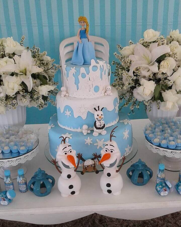 Frozen cake decorated with Elsa and Olaf Foto Sofisticatto doll Parties and Events