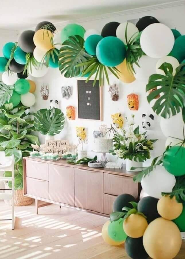 surprise party decorated with forest theme Photo Casa Vogue