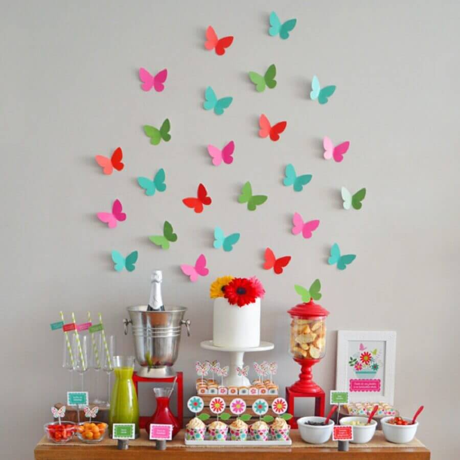 simple surprise party decorated with paper butterflies on the wall Photo Bonfa Stuff