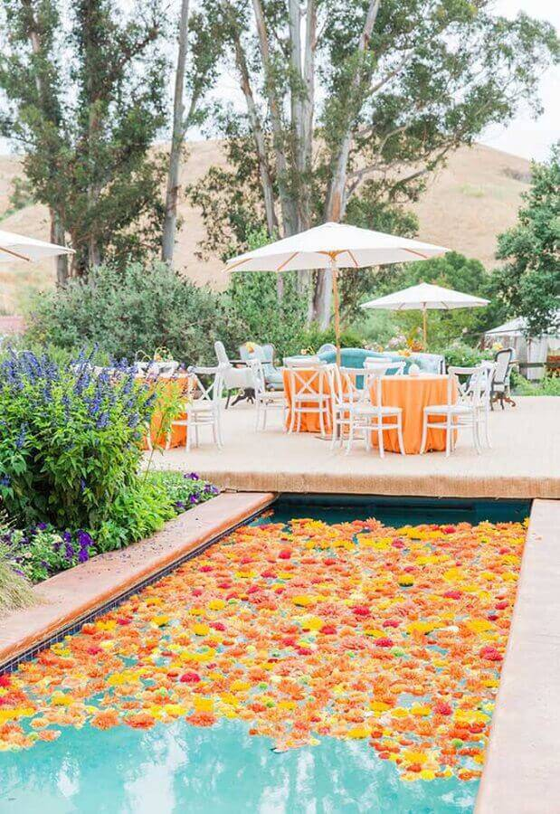 swimming pool decorated with flowers for surprise party Photo Ideas Decor