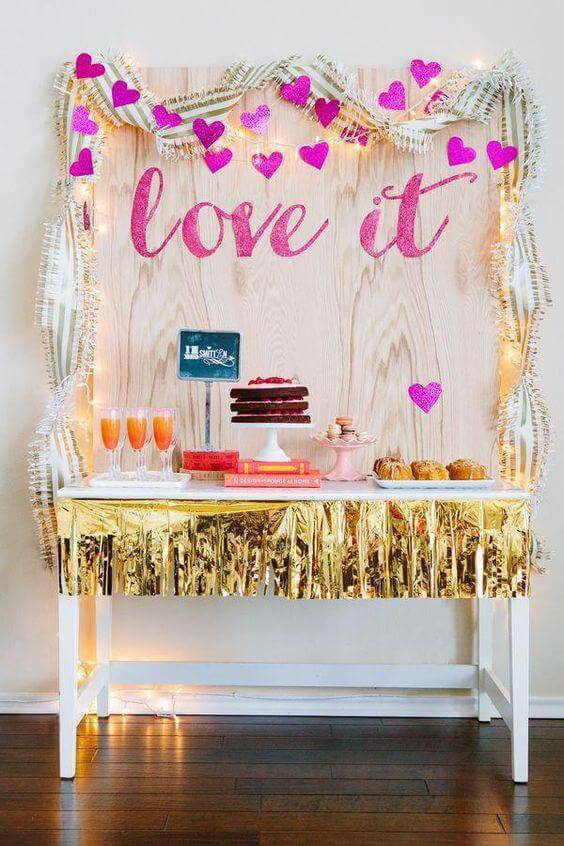 Simple party at home with details on metallic paper