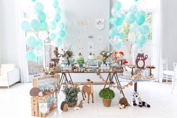 Children's home party with a forest theme