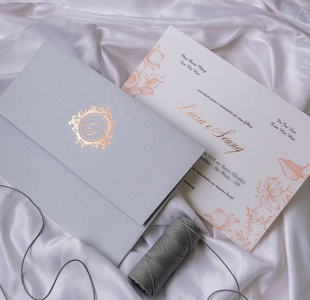 Simple wedding invitation model with floral details