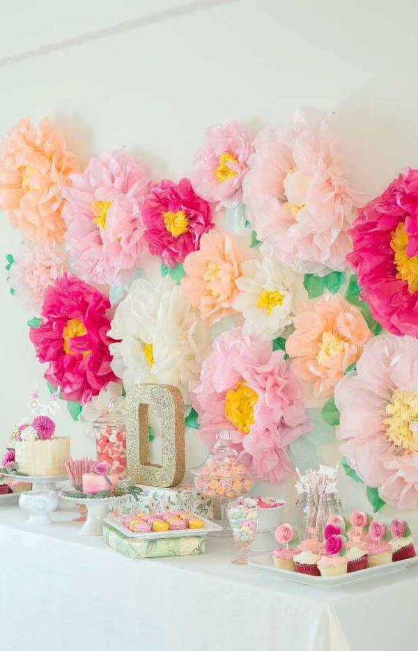 Decoration with pink and salmon paper flowers
