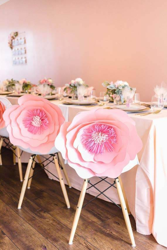 Decoration with paper flowers