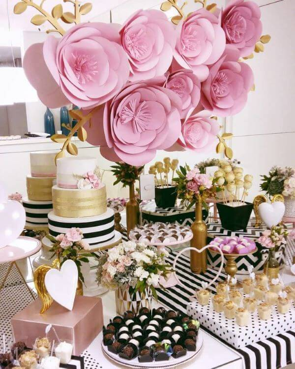 Decoration with giant paper flowers