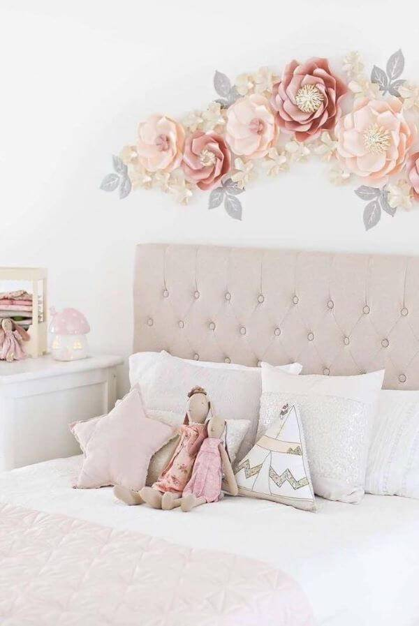 Decoration with giant flowers for bedroom