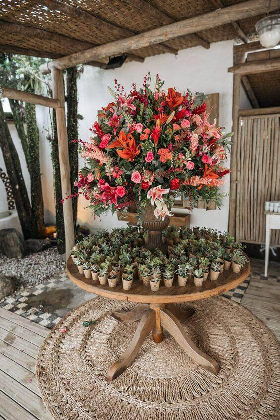 Decoration with natural flowers for wedding parties
