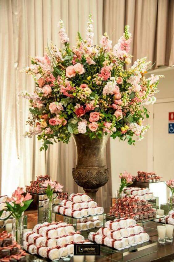 Decoration with natural flowers