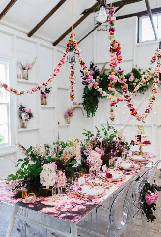 Decoration with flowers on the guest table