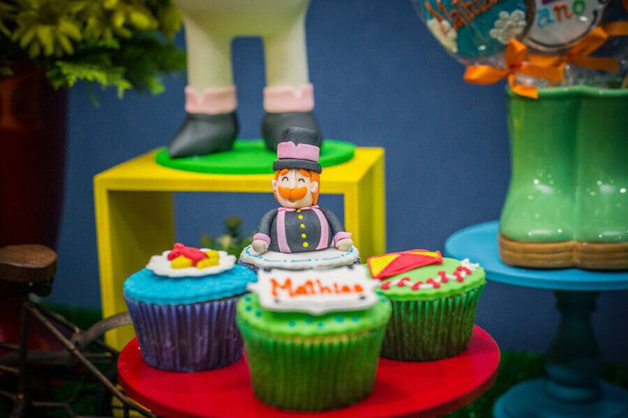 children's party world decorated with personalized candy Foto Pinterest