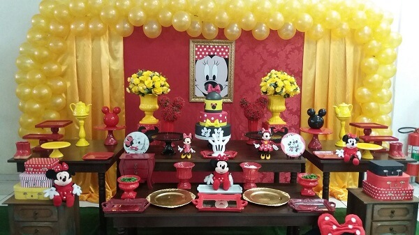 Minnie's party mixing the colors red, yellow and black