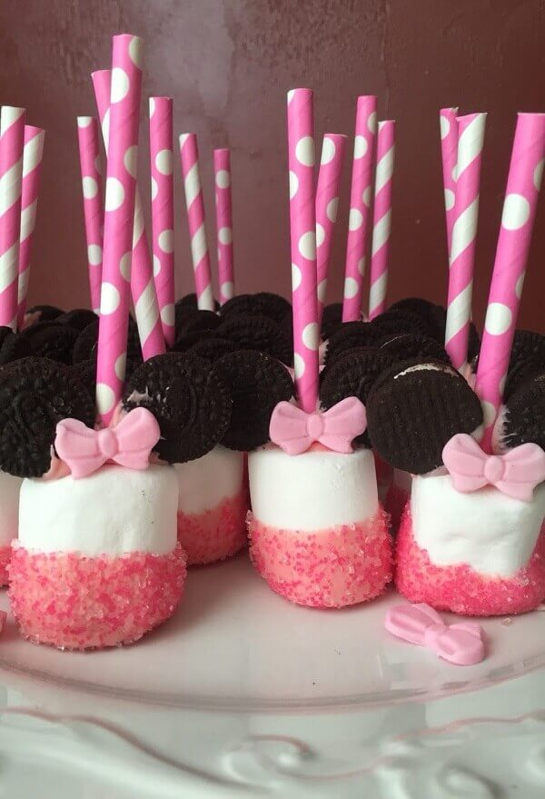 Bet on Marshmallow at Minnie's party