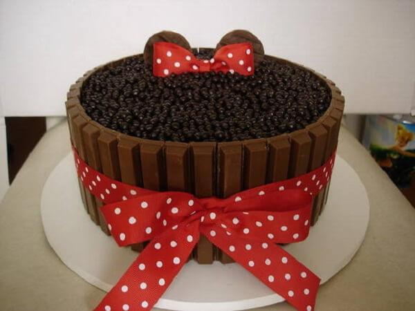 Red Minnie's party brigadier cake