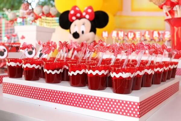 Sweets with the color of the theme of the red minnie party