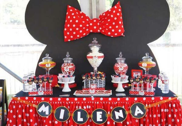 Cake table panel with Minnie's face